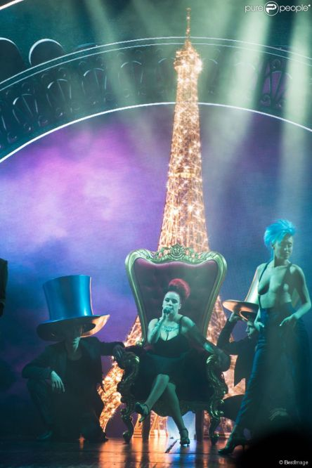 Lido de Paris 2015 Paris Merveilles. Franco Dragone . Furitures and decoation